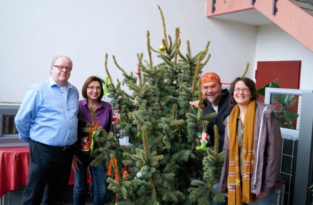 KOHLHAUER purchases by auction an ,all inclusive' christmas tree for charity