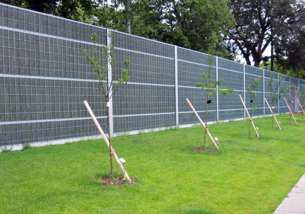 GREEN NOISE BARRIER SOLUTION AT FRANKFURT'S PALM GARDENS